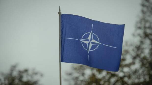 """СМИ сообщили о """"войне"""" в центре НАТО из-за России"""