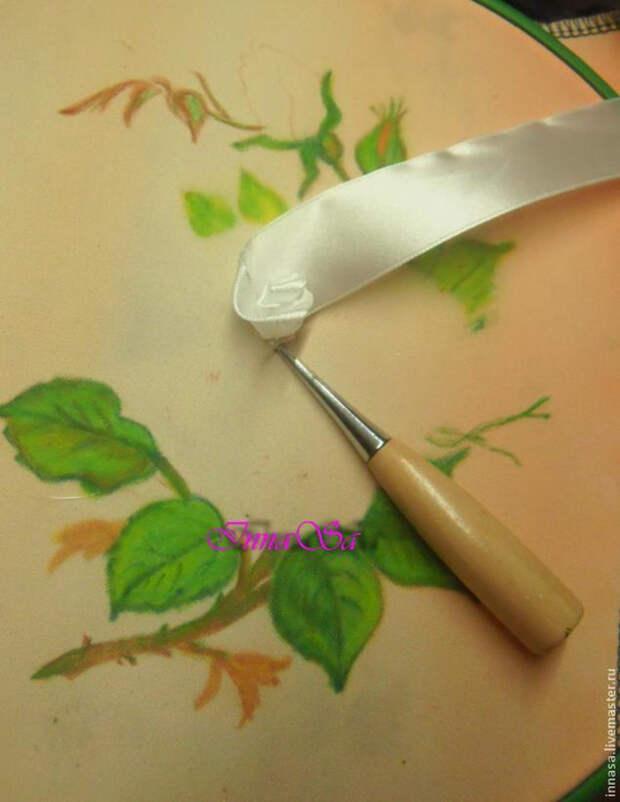 Как вышивать лентами РОЗУ. Мастер-класс (13) (540x700, 269Kb)
