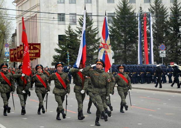 """В Хабаровске на военном параде горожане впервые увидят зенитные ракетные комплексы С-300В4, танки Т-80БВМ и самоходные минометы """"Тюльпан"""""""