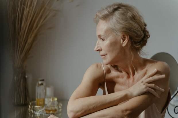 Симптомы болезни Паркинсона: признаки, которые можно обнаружить на коже