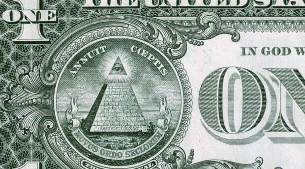 """Усеченная пирамида и над ней око всевидящее и недреманное - он же """"Лучезарная дельта"""" -  и надписи о """"Новом порядке на века""""."""