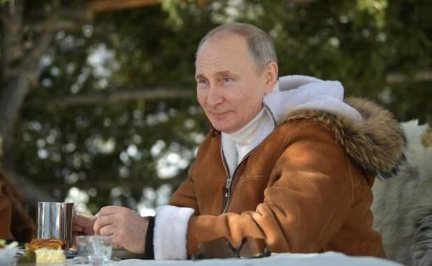 Путин заработал в прошлом году меньше всех своих подчиненных