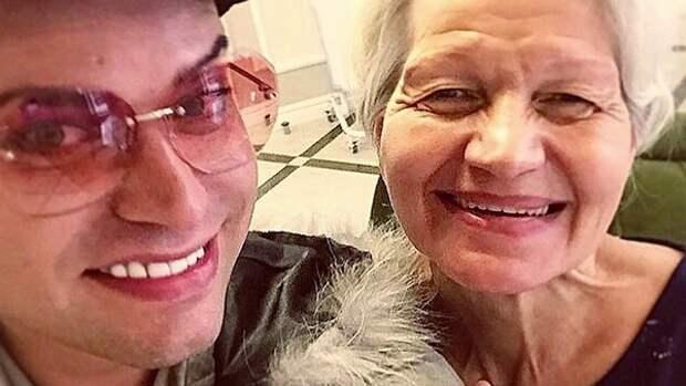 Гоген Солнцев и его пожилая жена занялись огородом: вдруг из-за коронавируса будет нечего есть?