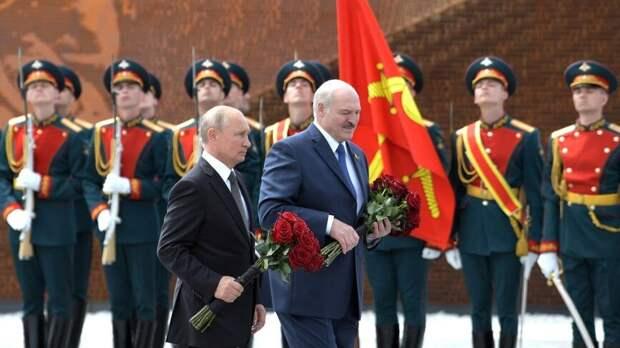 Путин и Лукашенко провели телефонный разговор в День Победы