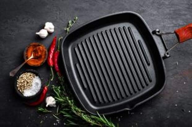 Чем отличается сковорода-гриль от обычной, с плоским дном?
