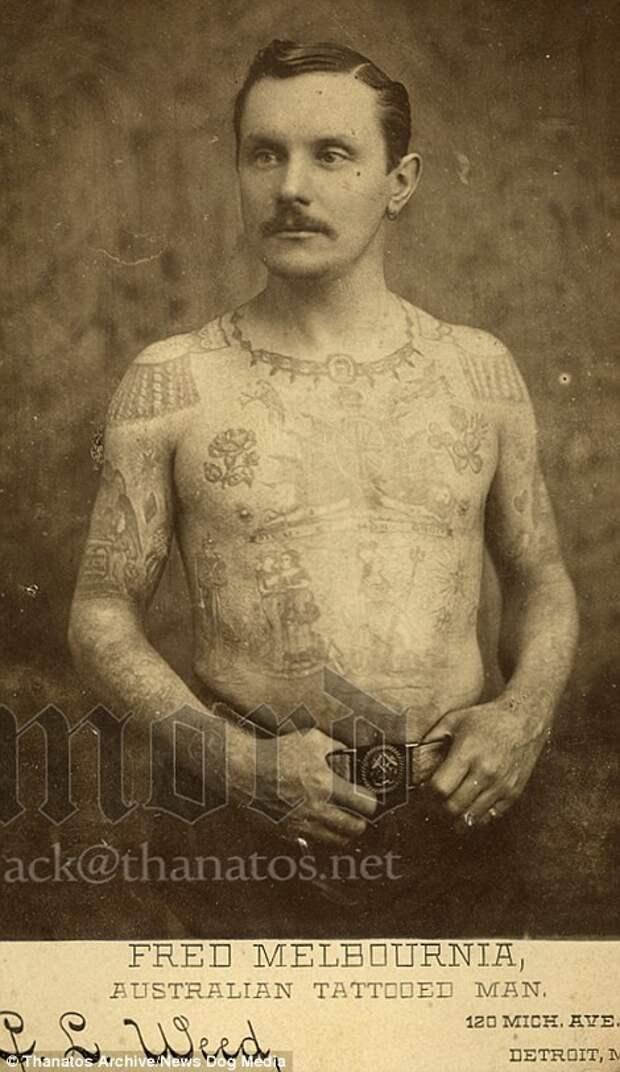 Фред Мельбурния попал в «шоу фриков» в 1887 году благодаря своим татуировкам деформация, люди