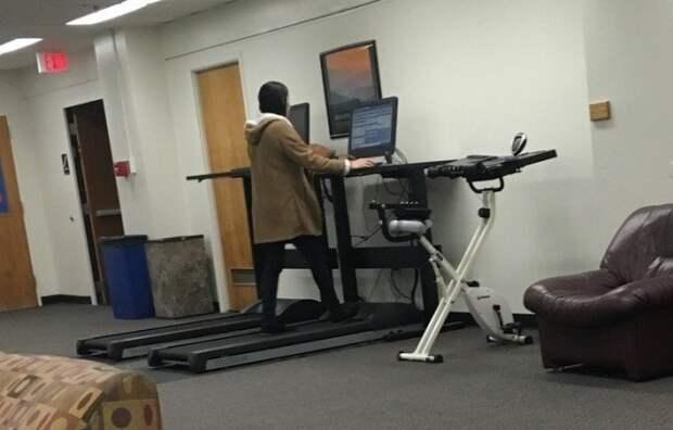 7. В библиотеке этого университета есть беговая дорожка с компьютером, чтобы ходить и заниматься одновременно в мире, гениально, изобретения, на заметку, удобно, хитрости