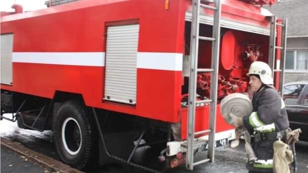 Пожарные ликвидировали возгорание в Выборгском районе Петербурга