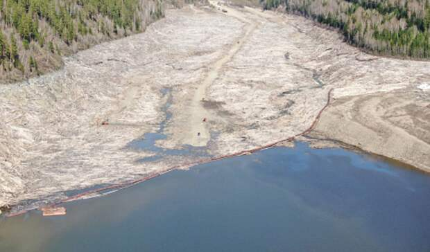 3500 квадратных метров акватории Саяно-Шушенского водохранилища загрязнены нефтепродуктами