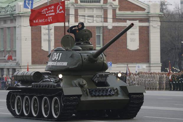 Генеральная репетиция парада Победы-2021 прошла в Новосибирске