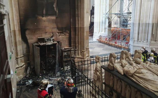 Плачевное состояние собора после пожара.