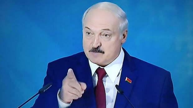 """""""До Владивостока будет тяжело"""": Лукашенко пригрозил РФ перед выборами"""