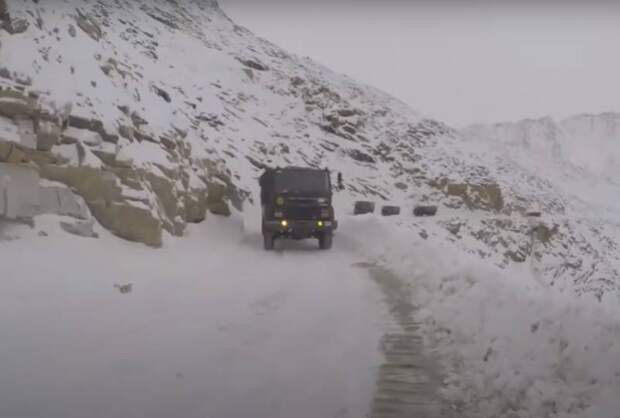 Танки в Гималаях: новый конфликт Китая и Индии может быть более серьёзным