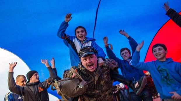 «Мы пришли на митинг, они — на войну». Шесть лет назад над Крымом подняли российский флаг