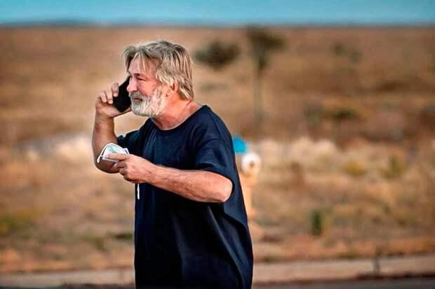 Популярный актер Алек Болдуин застрелил оператора и ранил режиссера на съемках фильма в США