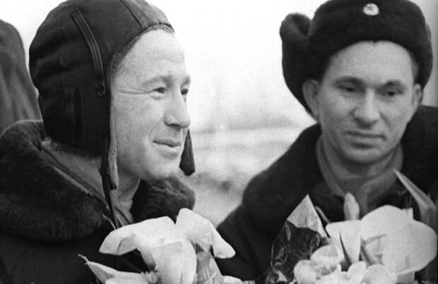 Космонавты А. Леонов и П. Беляев после возвращения из тайги / Фото: sciencephoto.com