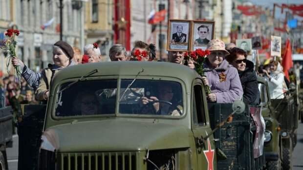 Российским водителям предложили проехать 9 мая с портретами ветеранов