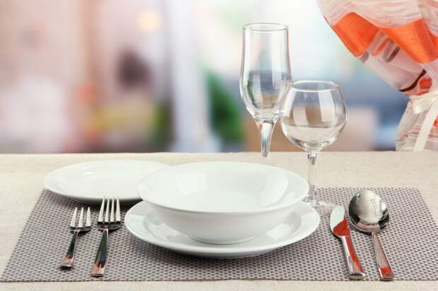 Расположение тарелок на столе