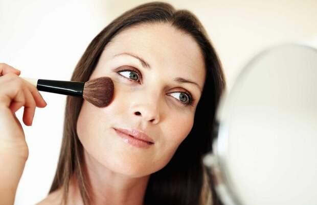 Отвечаем на 5 вопросов о макияже после 50, плюс 3 полезных совета