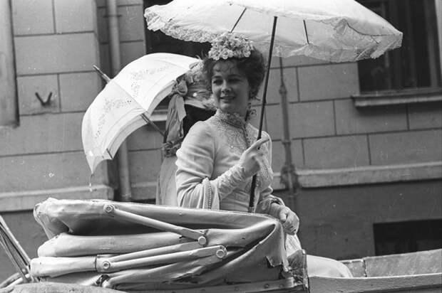 Людмила Нильская в фильме «Бешеные деньги», 1981 год.