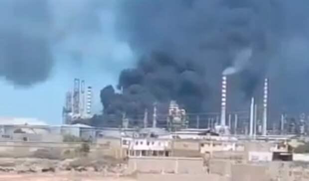 ВВенесуэле горит единственный работающий НПЗ