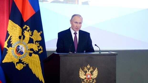 Путин тепло поздравил граждан России по случаю государственного праздника