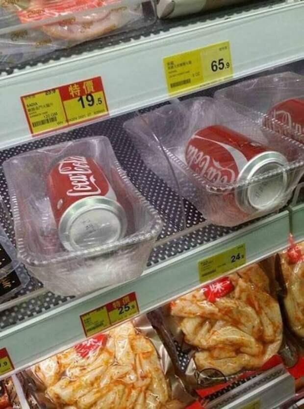 банки с колой в пластике
