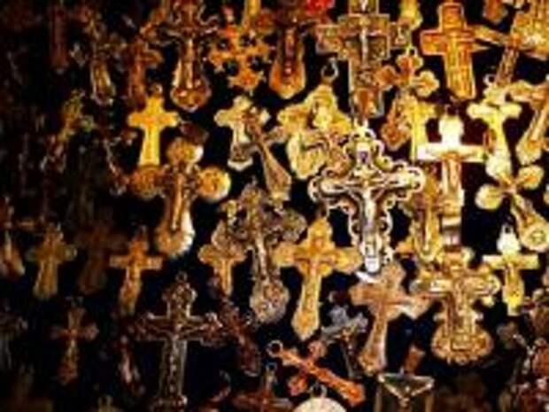 Крест - оружие казни Бога. Когда христиане начали носить кресты