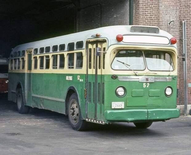 Раз уж зашла речь о сходствах, то нельзя пройти мимо вот этого автобуса