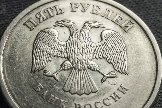 Рубль ослабел после решения Минфина возобновить покупку валюты