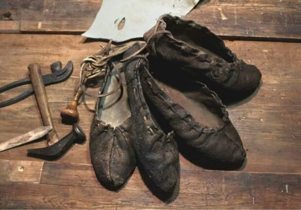 Какую обувь носили зимой до валенок?