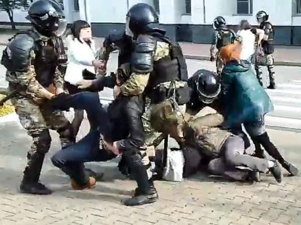 ОМОН жестко разогнал акцию в поддержку Фургала, прошедшую в Хабаровске