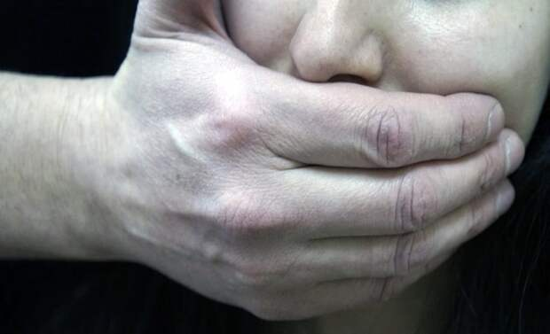 Пассажир избил и изнасиловал таксистку на Кубани