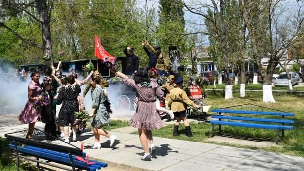 Во Владимирском парке пгт.Нижнегорский прошла реконструкция событий со времен победного мая 1945 года и до наших дней