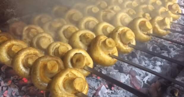 Шампиньоны на мангале: крутой шашлык в быстром маринаде