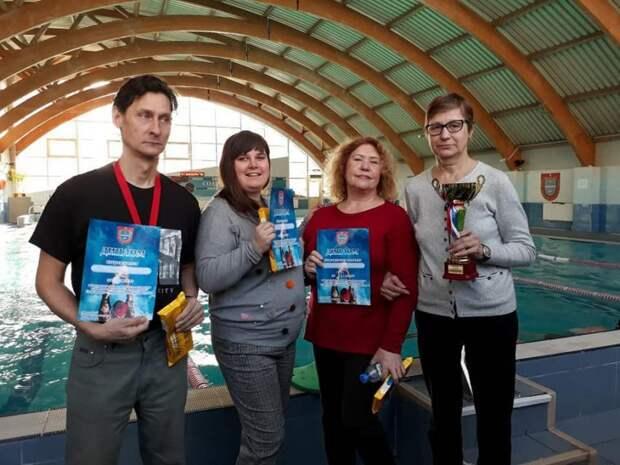 Сборная команда пловцов из Аэропорта стала третьей на окружных состязаниях