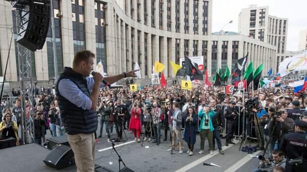«Списанный блогер ищет повод для пиара»: эксперт о «шоу» Навального на чужом митинге в Москве