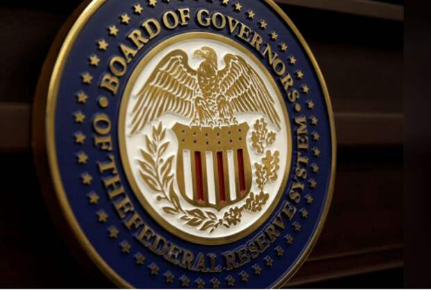 Печать совета управляющих Федеральной резервной системы США в Вашингтоне, США, 14 июня 2017 года. REUTERS/Joshua Roberts
