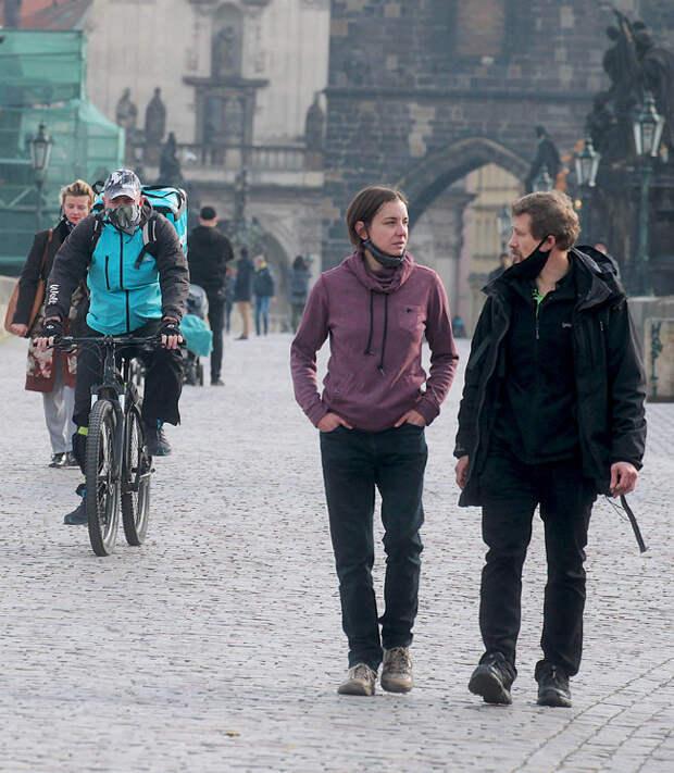 Чехия выходит из очередной волны пандемии с тяжелыми осложнениями