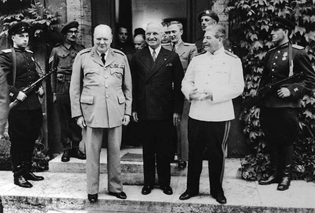 Уинстон Черчилль, Гарри Трумэн и Иосиф Сталин на Потсдамской конференции, 1945 годФото: AP