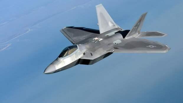 """Сивков назвал истребитель F-22 """"обузой"""" для ВВС США"""