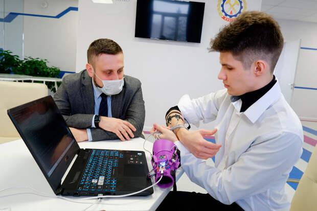 Кемеровский школьник разработал интерфейс для бионических протезов