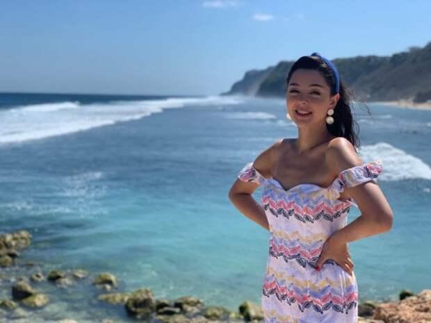 Марина Кравец - самая смешная женщина российского телевидения в белом платье на море