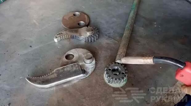 Большой слесарный ключ из металлолома