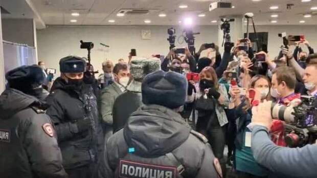 «Ваше мероприятие окончено», – полиция в Москве накрыла крупную сходку «новых Навальных»