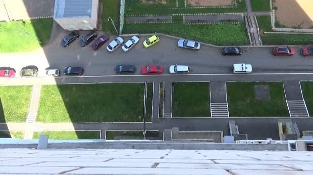 Инспектор в Ижевске спасла подростка с балкона 17 этажа