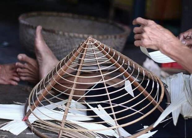 Каркас классических вьетнамских головных уборов состоит строго из шестнадцати колец / Фото: vietfuntravel.com