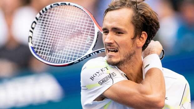 Медведев проиграл Лайовичу в 1-м круге турнира в Роттердаме