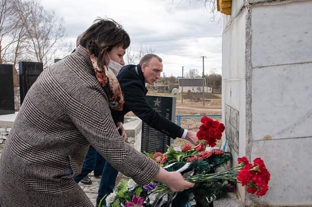 """Почему в деле о """"дороге"""" из могильных плит в Псковской области не нашли виновных"""
