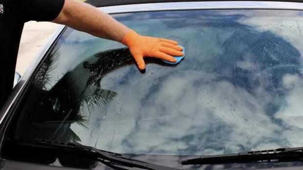 Как самостоятельно и дешево убрать царапины на стеклах машины